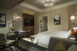 Four Seasons Shanghai Hotel at Puxi (8 of 65)