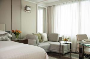 Four Seasons Shanghai Hotel at Puxi (31 of 65)