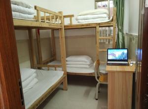 Luo Family Hostel Branch 2, Hostely  Kanton - big - 3