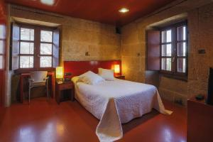 Hotel Torre Lombarda, Country houses  Allariz - big - 7