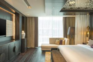 Presidential Suite with Lounge Access and Skyline View