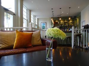 The White Horse Pub & Rooms