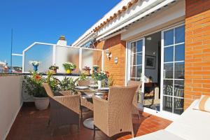 Friendly Rentals Sunset Apartment, Apartmanok  Sitges - big - 1