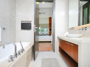 Home-Suites in Straits Quay, Penang, Apartmanok  Tanjung Bungah - big - 74