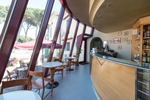 Hotel Kon Tiki, Hotely  San Vincenzo - big - 76