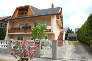 Viola House, Penziony  Hévíz - big - 1