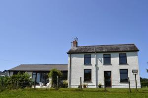 Cefnllech-Clawdd Farm B & B