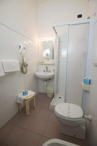 Hotel Kon Tiki, Отели  Сан-Винченцо - big - 31