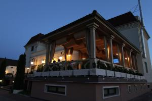Hotel Clasic, Szállodák  Szászsebes - big - 16