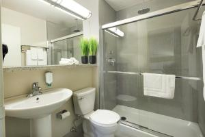 Canadas Best Value Inn Toronto, Motelek  Toronto - big - 6