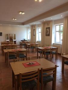Hotel Pod Stráží, Hotels  Lhenice - big - 72