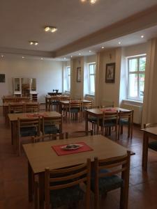 Hotel Pod Stráží, Hotels  Lhenice - big - 71