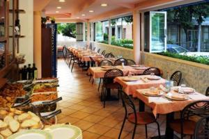 Hotel Daisy, Hotely  Marina di Massa - big - 33