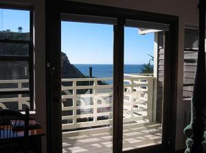 Deluxe Queen Room with Partial Ocean View