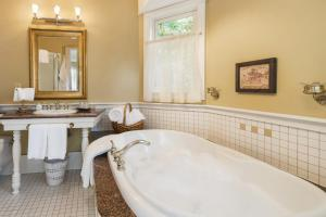 ThistleDown House, Bed & Breakfast  North Vancouver - big - 3