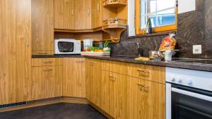 Haus Alpenglück, Apartmanok  Saas-Fee - big - 16