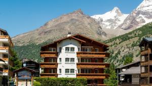 Haus Alpenglück, Apartmanok  Saas-Fee - big - 1