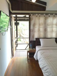 Jednolůžkový pokoj Standard s balkonem a koupelnou mimo pokoj