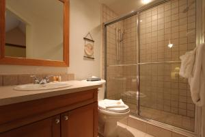 One Bedroom Suite and Ensuite - Lake Placid Lodge - 2050 Lake Placid Road