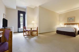 Rom med queen-size-seng - Tilpasset funksjonshemmede/røykfritt