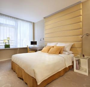 Executive Queen or Twin Room with City View
