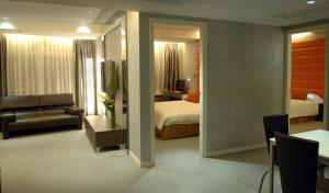 Two-Bedroom Queen and Twin Suite