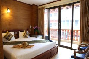 Executive Deluxe Double Room with Balcony