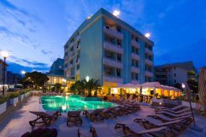 Prenota Hotel Montecarlo