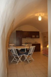 B&B Gildo Trani, Bed and Breakfasts  Trani - big - 39