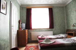 Villa Anastazis - Penzion Eden, Guest houses  Karlovy Vary - big - 48
