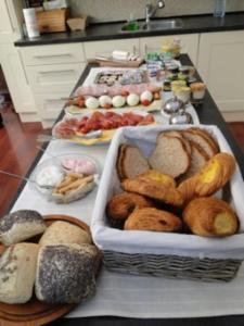 B&B La Villa Zarin, Bed and Breakfasts  Brusel - big - 17