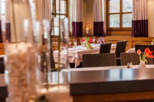 Hotel Restaurant Jägerhof, Hotel  Weisendorf - big - 28