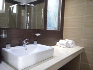 Karavos Hotel Apartments, Aparthotels  Archangelos - big - 7