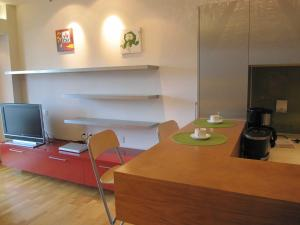 Rich&Young Seasons Park Service Apartment, Апартаменты  Пекин - big - 2
