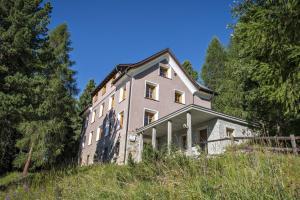 Hostel by Randolins - Accommodation - St. Moritz
