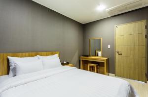 Rich Hotel, Отели  Чеджу - big - 16