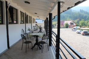 La Roca, Guest houses  Grinţieşu Mic - big - 37