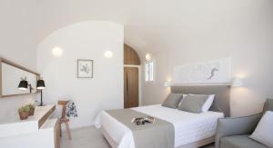 Santorini's Balcony Art Houses (Imerovigli)