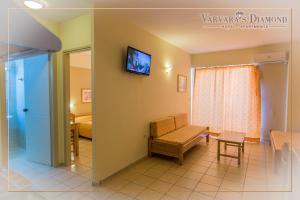 Varvaras Diamond Hotel, Aparthotels  Platanes - big - 12