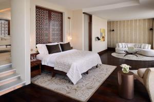 Royal Penthouse Suite (10 Adults)