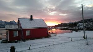 Hammerstad Camping, Комплексы для отдыха с коттеджами/бунгало  Сволваер - big - 74