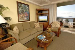 Superior One-Bedroom Apartment with Ocean View and Balcony
