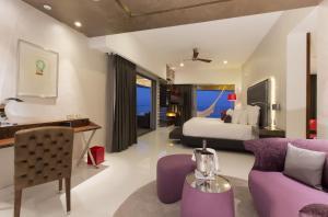 Mousai Corner Suite