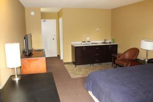 Queen Room with Two Queen Beds  Smoking