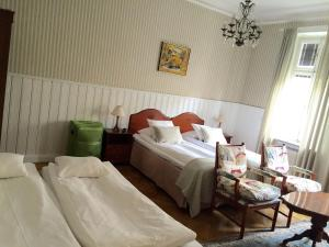 Large Double Room with Shared Bathroom