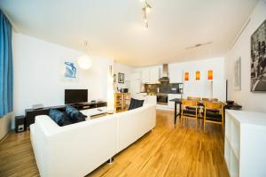 New central apartment with terrace and garage, Апартаменты  Вена - big - 1