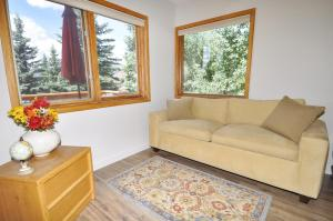 Three-Bedroom Home in Corinthian Hills, Prázdninové domy  Dillon - big - 2