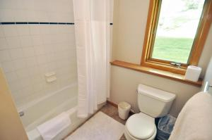 Three-Bedroom Home in Corinthian Hills, Prázdninové domy  Dillon - big - 12
