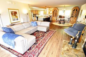 Three-Bedroom Home in Corinthian Hills, Prázdninové domy  Dillon - big - 21