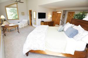 Three-Bedroom Home in Corinthian Hills, Prázdninové domy  Dillon - big - 25